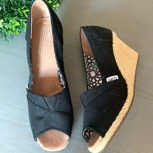 TOMS women's black wedge peep toe shoes sz 10